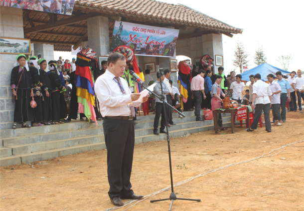Comrade Hoang Duc Hau, the Director General of Department of National Cultures, Deputy Head of the Organization Board of Vietnam National Cultural Festivals, gave the opening speech